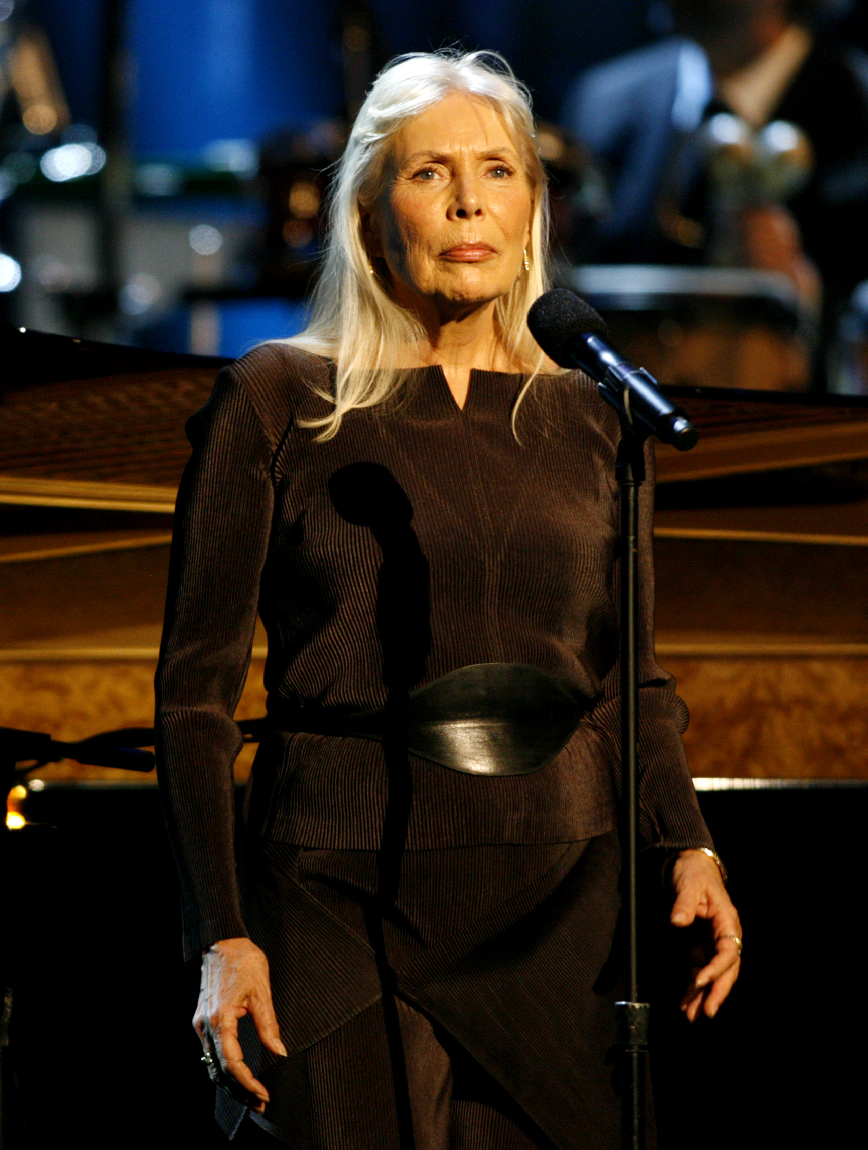 Musician Joni Mitchell performs at the Thelonious Monk Institute of Jazz International Trumpet Competition and Herbie Hancock Tribute in Hollywood October 28, 2007. REUTERS/Max Morse (UNITED STATES)